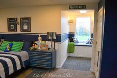 Boys bedroom with reading nook Would love to do this in the kids room. Wonder how hard it would be?