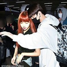 protect our kitty. Kpop Couples, Cute Couples, Bts Kiss, Jungkook Cute, Korean People, Blackpink And Bts, Word Pictures, Googie, Blackpink Lisa