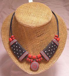 my new african style Vicka Bahana Polymer Clay Kunst, Polymer Clay Projects, Polymer Clay Necklace, Polymer Clay Pendant, Jewelry Crafts, Jewelry Art, Jewelry Design, Teracotta Jewellery, Terracotta Jewellery Designs