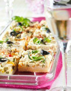 Värikäs paprika-fetapiirakka, pellillinen | Kodin juhlat | Pirkka Sandwich Cake, Sandwiches, Pizza Nachos, Good Food, Yummy Food, Spanakopita, Bruschetta, Vegetable Pizza, Goodies