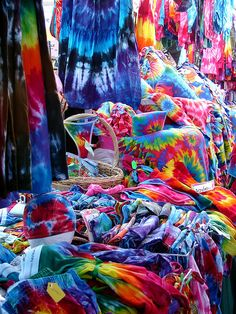 Our future Gypsy store will have a profuse amount of beautiful tie-dye shirts and accessories! Shibori, Ty Dye, Motifs Aztèques, Hippie Love, Happy Hippie, Hippie Chick, How To Tie Dye, Mein Style, Tie Dye Shirts