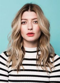"""13 Easy Summer Hairstyles Your Inner Jetsetter Will Love via Brit + Co = amzn_assoc_tracking_id = amzn_assoc_ad_mode = """"manua. Loose Wave Perm, Long Hair Waves, Short Wavy Hair, Black Curly Hair, Straight Hair, Messy Waves, Short Waves, Easy Summer Hairstyles, Loose Hairstyles"""