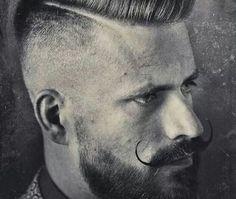 moustache homme style hipster courbes fines cire pompadour