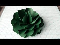 How To Make A Connected Petals Paper Flower Large Paper Flower Template, Simple Paper Flower, Paper Flower Art, Large Paper Flowers, Tissue Paper Flowers, Paper Flower Tutorial, Paper Flower Backdrop, Giant Paper Flowers, Small Flowers