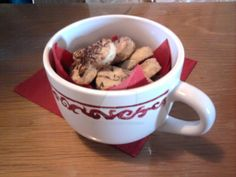 Handpainted Christmas cup with handmade cookies: good gift idea! By Mar V.