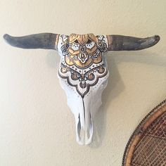 << RE-PURPOSED COW SKULL >>The painted design on this cow skull is inspired by the intricate & beautiful style of artwork called Henna that has Cow Skull Decor, Cow Skull Art, Antler Crafts, Antler Art, Painted Animal Skulls, Elk Skull, Crane, Buffalo Skull, Cow Head