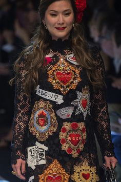 Dolce & Gabbana at Milan Fashion Week Fall 2017 - Details Runway Photos Stefano Gabbana, Men's Collection, World Of Fashion, Christmas Sweaters, Runway, Feminine, Fall, Milan Fashion, Dresses