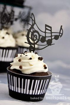 Piano music notes cupcake.  Www. Coltuldulce.ro