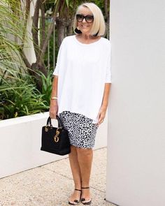 Over 60 Fashion, Mature Fashion, Over 50 Womens Fashion, Fashion Over 50, Look Fashion, Plus Size Fashion, Fashion Outfits, Classic Outfits, Short Outfits