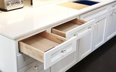 Glass Kitchen Cabinet Pulls - Home Furniture Design Kitchen Cabinet Pulls, Contemporary Cabinets, Kraftmaid Kitchen Cabinets, Glass Kitchen Cabinet Doors, White Cabinetry, Kitchen Cabinet Hardware, White Kitchen Cabinets, House Beautiful Kitchens, Glass Kitchen Cabinets