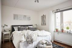 Minimalist Bedroom Design for Small Rooms . Minimalist Bedroom Design for Small Rooms . Stylish Bedroom, Shabby Chic Bedrooms, Modern Bedroom, Danish Bedroom, Bedroom Neutral, White Bedroom, Master Bedroom, Bedroom Country, Scandinavian Bedroom