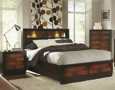 les rangements de ce lit mettent en valeur le bois massif avec l'éclairage d'appoint
