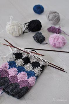 IHANAT SYYSSUKAT JÄMÄLANGOISTA Knitting Wool, Knitting Stitches, Knitting Socks, Baby Knitting, Crochet Twist, Crochet Chart, Knit Crochet, Love Knitting Patterns, Knit Art