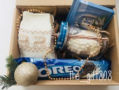 DIY Personalized Gift Baskets DIY Personalized Gift Basket For Anyone, Girlfriend, Kids, Mom Etc - Owe Crafts Bff Birthday Gift, Birthday Gifts For Best Friend, Gifts For Friends, Homemade Gifts, Diy Gifts, Personalised Gifts Diy, Roommate Gifts, Diy Gift Baskets, Diy Gift Box