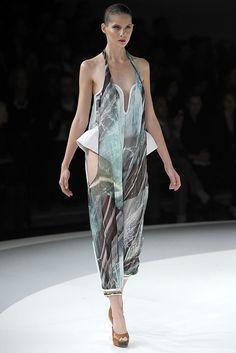 Chalayan Spring 2009 Ready-to-Wear Fashion Show - Tereza Cervenova (MARILYN)