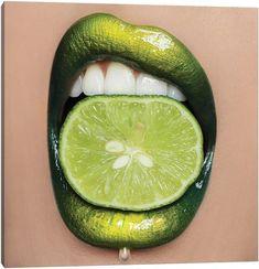 Lip Artwork, Art Sur Toile, Green Lips, Lip Makeup Tutorial, Lipstick Art, Nice Lips, Make Up Art, Color Pencil Art, Realistic Drawings