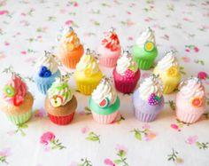 3 encantos de arcilla de polímero, fruta Magdalena encantos, encantos de Clip, fruta, Cupcake, lindo, encantos, arcilla polimérica, comida miniatura, marcador de la puntada