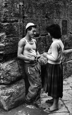 Herbert List View profile ITALY. Naples. 1961. Flirt on the Street M-IT-NAP-056