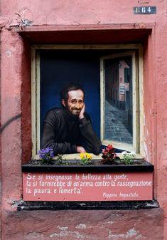 Questa mattina in vico della Rosa è apparso un dipinto dedicato a Peppino Impastato nell'anniversario della sua scomparsa. Un tributo genovese, di un autore ancora anonimo, a uno dei simboli dell'antimafia, ucciso a Cinisi da Cosa nostra il 9 maggio 1978. Peppino è raffigurato come fosse alla finest…