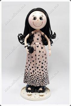 Fofucha personalizada con vestido en goma eva y mariposas pintadas a mano. Acompañada de sus zapatos de tacón, su bolso y demás adornos.  Todas mis muñecas están registradas y está prohibida su copia.  www.xeitosas.com Foam Crafts, Arts And Crafts, Diy Crafts, Fairy Dolls, Handmade Crafts, Fun Projects, Minnie Mouse, Anime, Biscuit