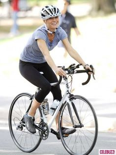 """Taking Bike Rides Actress Gwyneth Paltrow films a bike scene for the film """"Thanks for Sharing"""" in Central Park in New York City, New York on October Stuart Blumberg, director. Cruiser Bicycle, Bicycle Race, Bicycle Girl, Bike Rides, Biker, Female Cyclist, Cycling Girls, Bike Style, Gwyneth Paltrow"""