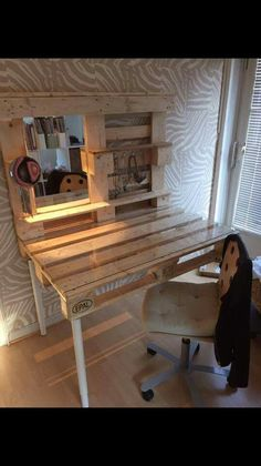 3 Easy DIY Pallet Projects You'll Love to Try - Decorreal Diy Pallet Vanity, Diy Pallet Bed, Diy Pallet Furniture, Diy Pallet Projects, Wooden Pallet Beds, Western Bedroom Decor, Cute Room Decor, Aesthetic Room Decor, Easy Home Decor