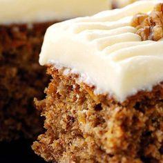 Pastel de Zanahoria y Yoghurt - postres divinos - Sweet Recipes, Cake Recipes, Dessert Recipes, Food Cakes, Cupcake Cakes, Cupcakes, Tortas Light, Yogurt Cake, Gateaux Cake