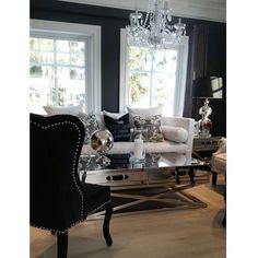 Da har de lekre putene kommet på lager Se vårt utvalg på http://ift.tt/1UdJ1or. Puter sidebord salongbord lampe stol og globus fra @classicliving