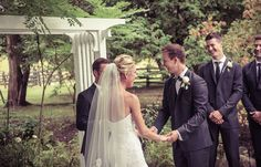 Outdoor summer wedding ceremony | Vintage wedding photography | www.newvintagemedia.ca