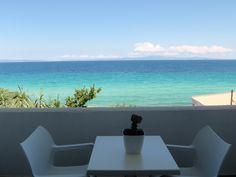 Luxurious minimalist, White Suites Resort in Afitos Halkidiki breathes purity and sophistication. Minimalist, Luxury