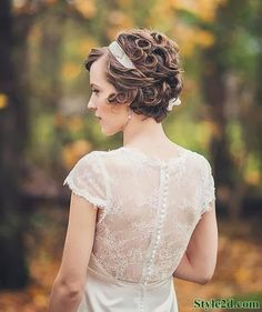 Amazing and Fabulous Curly Bob Cut - Short Hair Cuts and Styles In this article, we present some of the latest short bridal hairstyles to guide you in choosing the one hairstyle you would love to wear during your special wedding day. Short Wedding Hair, Wedding Hair And Makeup, Wedding Dress, Wedding Bangs, Wedding Curls, Bride Makeup, Wedding Bride, Very Short Hair, Short Hair Cuts