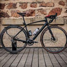 #Diverge. Le vélo idéal pour les vélotaffeurs qui viennent de loin ! Et vous comment vous rendez-vous au travail le matin ?  by specialized_fr