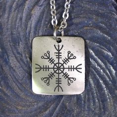 Helm of Awe Viking Necklace Stainless Steel por TigersandDragons