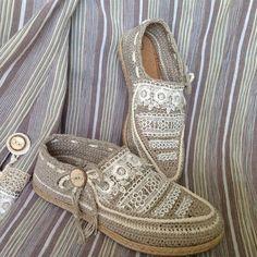 Вязаная обувь — супер мокасины. Как вязать ЗДЕСЬ http://razpetelka.ru/master-klass/vyazanaya-obuv-super-makasiny.html/