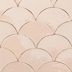 Zellige auf Lager, Online shop I Marokkanische Fliesen von Mosaic del Sur Wood Panel Walls, Wood Paneling, House Of Hackney Wallpaper, Scallop Tiles, Pastel Kitchen, Pink Tiles, Downstairs Toilet, House Tiles, Moroccan Tiles