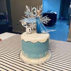 Frozen Theme Cake, Frozen Cake Topper, Cake Toppers, Frozen Castle Cake, Elsa Birthday Cake, Frozen Themed Birthday Party, Birthday Parties, Pastel Frozen, Frozen Frozen