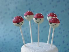 PIRATE CAKE POPS PERFECT FOR BIRTHDAY PARTIES FIND OUT MORE WITH CAKE DECORATING.