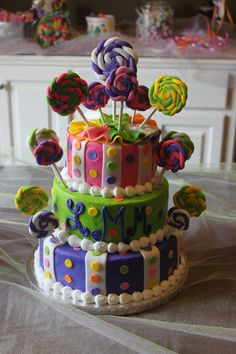 This is the beautiful cake for Lennons shower! Such a cute idea for a little girl baby shower.I would put real lollipops! Pretty Cakes, Beautiful Cakes, Amazing Cakes, Candy Theme Cake, Fun Cakes, Bday Girl, Kid Parties, Girl Cakes, Piece Of Cakes