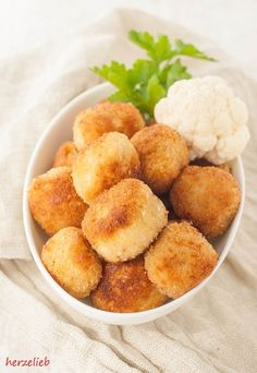 Cauliflower nuggets recipe - snack that children and adults Blumenkohl-Nuggets Rezept – Snack, den Kinder und Erwachsene lieben Cauliflower recipe Nuggets Fingerfood - Vegetarian Finger Food, Vegetarian Recipes Easy, Fingers Food, Baby Food Recipes, Cooking Recipes, Snacks Recipes, Law Carb, Nuggets Recipe, Food Inspiration