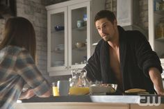"Beauty and the Beast -- ""Deja Vu"" -- Image BB222a_0171 – Pictured (L-R): Kristin Kreuk as Catherine and Jay Ryan as Vincent - Photo: Ben Mark Holzberg/The CW -- © 2014 The CW Network, LLC. All rights reserved."