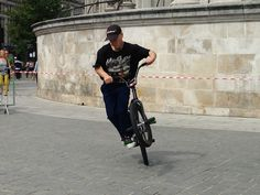 Tricks with bmx http://streets-united.com/blog/bmx-trickster/