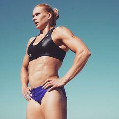 Annie Thorisdottir: 2016 CrossFit Games 500m Swim