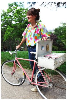 Love this idea of re-purposing an old suit case and putting it on the back of a bike!