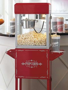 Perfect for parties, the Waring Pro® Professional Popcorn Maker will delight all guests and provides them with a delicious snack, no matter the time.