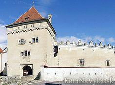 Kežmarský zámok alebo aj Kežmarský mestský hrad stojí pod Zámockým kopcom na východnom okraji mesta Kežmarok.