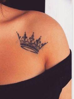 81 Small Meaningful Tattoos for Women Permanent and Temporary Tattoo Designs Crown Tattoos For Women, Cute Tattoos For Women, Tattoos For Women Small Meaningful, Tattoo Designs For Women, Body Art Tattoos, Hand Tattoos, Small Tattoos, Sleeve Tattoos, Small Crown Tattoo