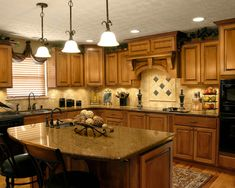 Warm and Beautiful with Tuscan Kitchen Design. The very popular style kitchen designs are the Tuscan kitchen design. One of the reasons why Tuscan kitchen design is becoming popular is that this style o Tuscan Kitchen Design, Luxury Kitchen Design, Kitchen Designs, Tuscan Design, Tuscan Kitchen Colors, Tuscan Colors, Colonial Kitchen, Craftsman Kitchen, Kitchen Trends