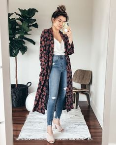 I love me a luxurious kimono 👘 The navy rose fl. - Source by outfits Mode Outfits, Chic Outfits, Spring Outfits, Trendy Outfits, Fashion Outfits, Womens Fashion, Fashion Tips, Fashion Trends, Look Boho