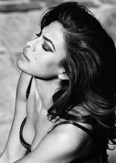 Eva mendes ;) to me she is the new age Sofia Loren (Cuban style) Eva is gorgeous!!!!
