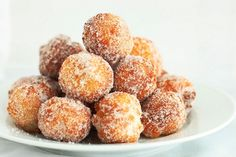 Donuts made from scratch in 15 minutes! So easy and delicious, this recipe is a definite keeper. Donuts made from scratch in 15 minutes! So easy and delicious, this recipe is a definite keeper. Just Desserts, Delicious Desserts, Dessert Recipes, Yummy Food, Delicious Donuts, Think Food, Love Food, Homemade Donuts, Homemade Breads
